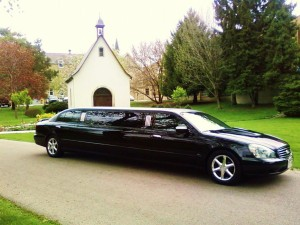 How Do You Book a Wedding Limo Online?